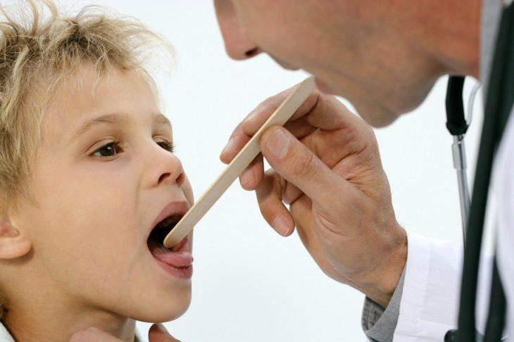 Родители в школу отправляют больных детей