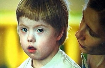 Аутизм у детей: признаки заболевания и причины возникновения