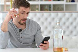 В объятиях зеленого змия: как прогрессирует алкоголизм