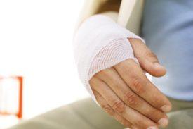 Травмы кисти и лучезапястного сустава: первая помощь