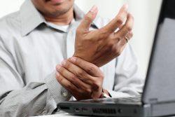 Синдром запястного канала: симптомы и лечение
