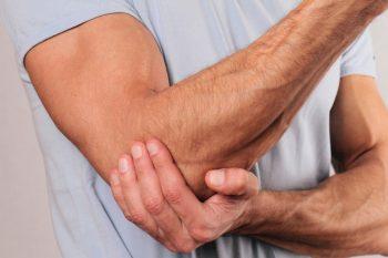 Уплотнение в руке ниже плечевого сустава краснота ломота опухло колено и болит чем лечить народные средства