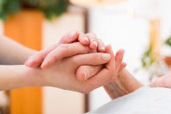 Общение с близким человеком заболевшим раком – как поддержать и не обидеть?