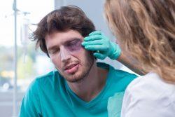 Травма глаза — оказание первой помощи
