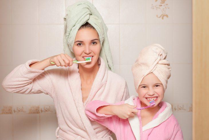 Подготовка к отбеливанию зубов: нужно ли делать чистку зубов, отбеливание зубов в домашних условиях