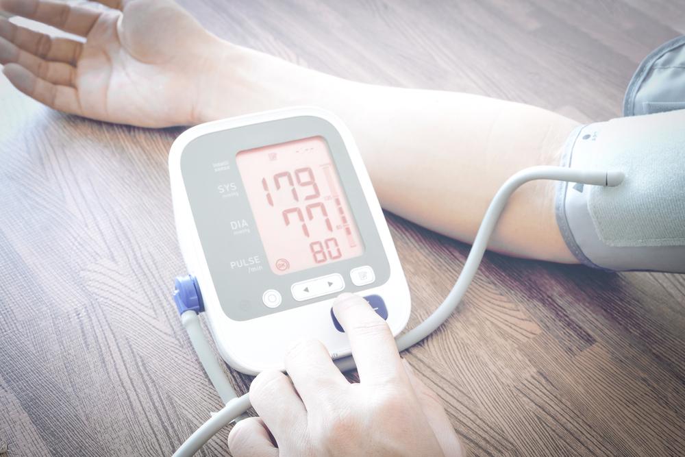 Кризовое течение артериальной гипертензии характерно