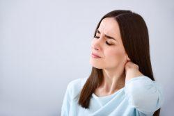 Грыжа позвоночника шейного отдела: симптомы и лечение