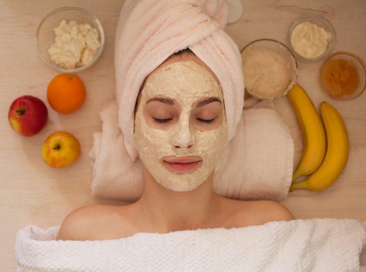 маски для лица увлажняющие и отшелушивающие в домашних условиях