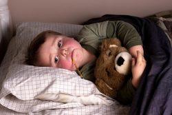 Водянка яичек у мальчиков: причины, симптомы и лечение