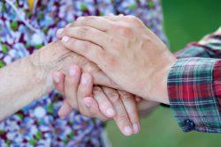 Почему трясутся руки: советы и рекомендации по диагностике и лечению