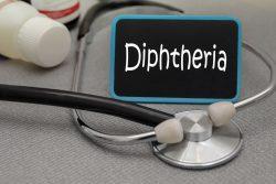 Дифтерия у детей: симптомы и лечение