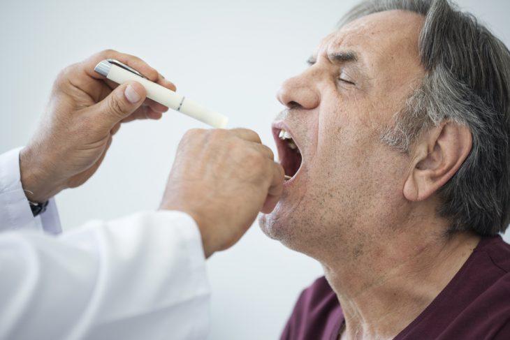 Дифтерия у взрослых: причины, симптомы, диагностика, лечение и профилактика