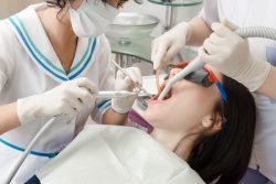 Как лечить зубы при повышенном рвотном рефлексе?