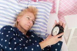 Бессонница во время климакса и менопаузы: причины, симптомы, следствия и способы лечения