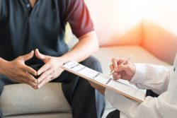 Болезнь Пейрони у мужчин: причины, признаки, лечение