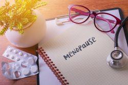 Как изменяется месячный цикл во время менопаузы и как вначале изменяется характер менструаций?