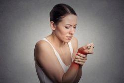 Вывих запястья: симптомы, лечение