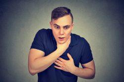 Ларингоспазм у взрослых: причины, признаки, принципы лечения