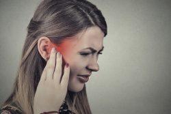 Боль в ухе: возможные причины, лечение