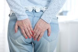 Анальный зуд: причины, лечение